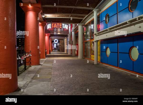 Liverpool Albert Dock Walkway Stock & - Alamy