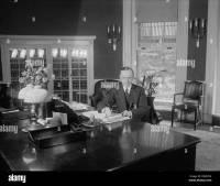 White House Oval Office Desk Stock Photos & White House ...