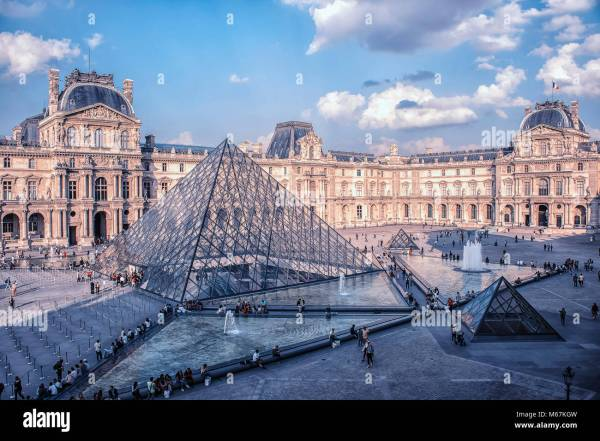 Le Louvre Stock & - Alamy