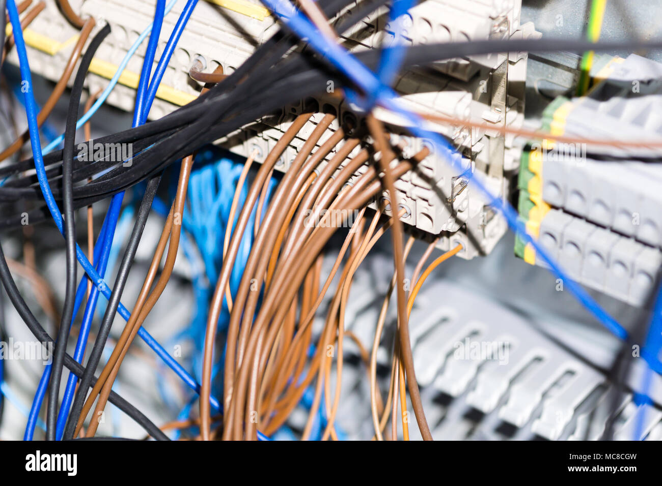 hight resolution of electrical equipment components installation in fuse box wiring and connections