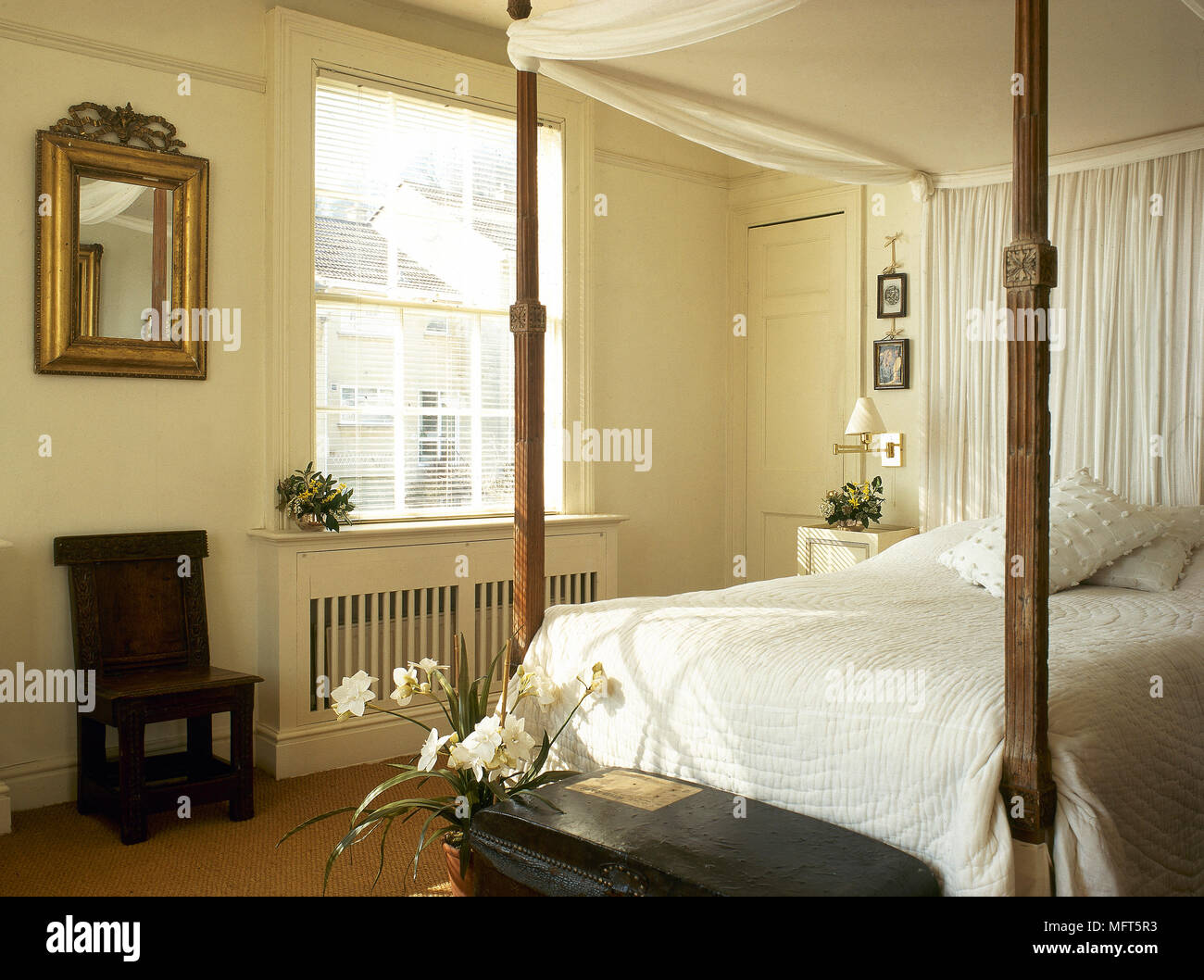 https www alamy com a traditional yellow bedroom with four poster bed fabric canopy image181854935 html