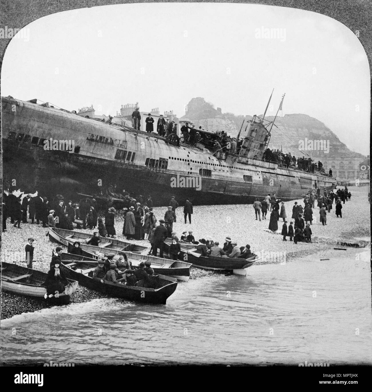 hight resolution of german u boat u 118 aground on hastings beach sussex 1919