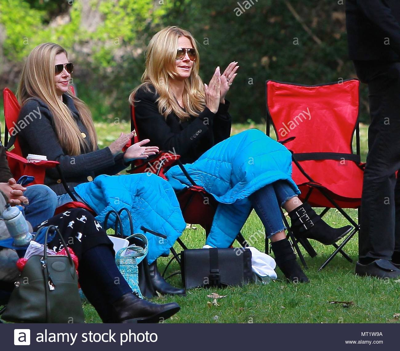 soccer mom covered chairs thomas tank potty chair heidi klum uk clients must credit akm gsi only br supermodel and shows her support as she watches children during practice at a park in brentwood