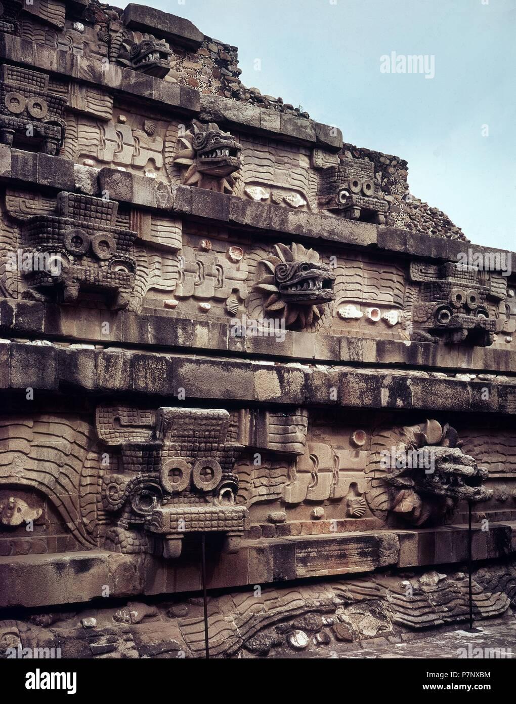 Detalle De La Decoracion De Una Piramide Location Templo