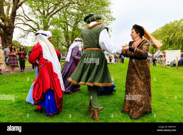 Courtiers Costume Stock &