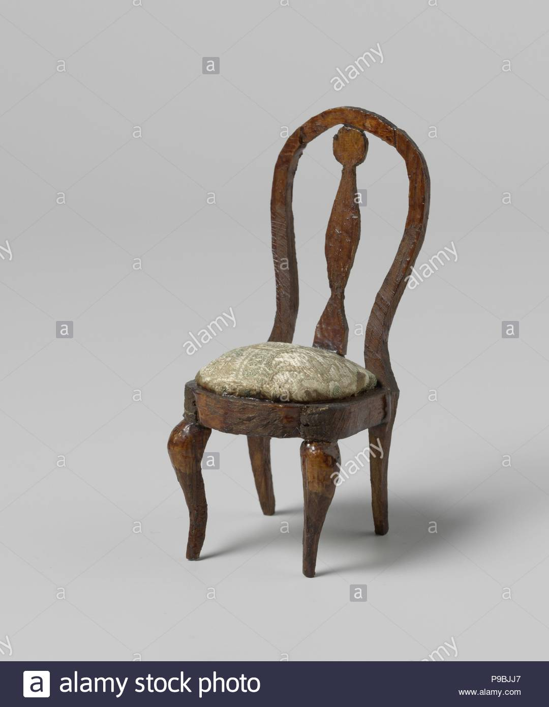 S Shaped Chair Chair Of Spruce Brown Varnished Round Open Seat Backs With