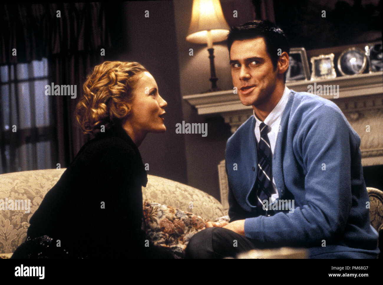 hight resolution of film still from the cable guy leslie mann jim carrey 1996 columbia photo credit melinda sue gordon file reference 31042178tha for editorial use only