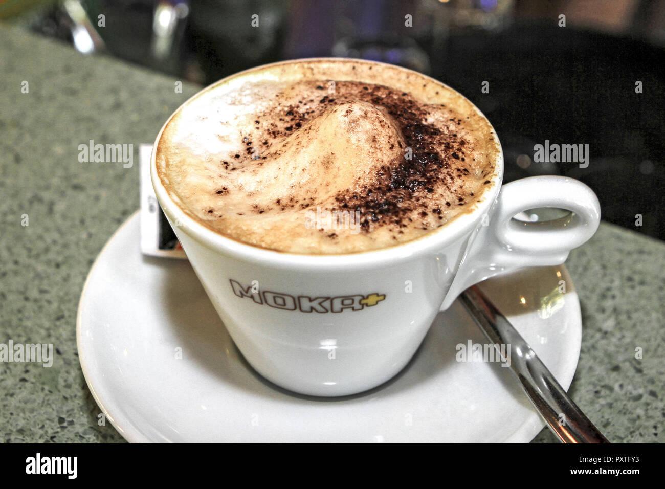 eine tasse cappuccino a