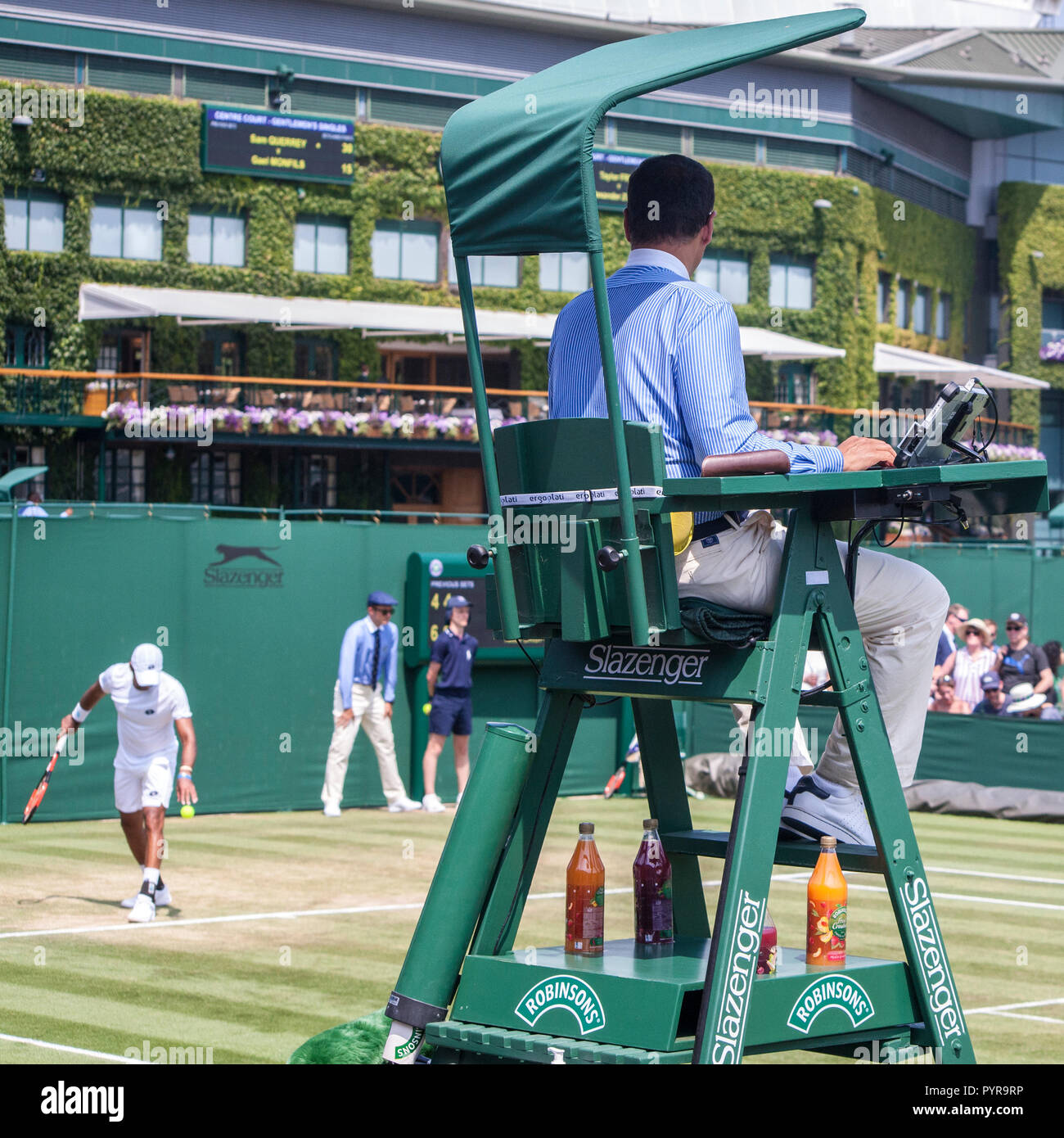 tennis umpire chair hire baby bouncy chairs clubs stock photos images alamy wimbledon match sitting in umpires above the players image