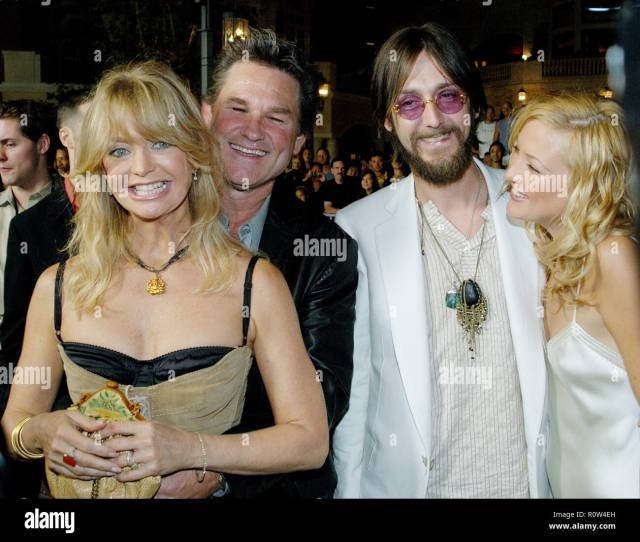 Goldie Hawn And Hubby Kurt Russell Posing With Daughter Kate Hudson And Husband Chris Robinson At
