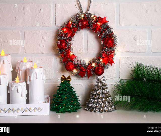 Diy Christmas Wreath Guide On The Photo How To Make A Christmas Wreath With Your Own Hands From A Cardboard Plate Tinsel Beads Bows And Balls Han