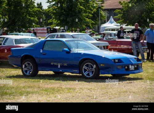 small resolution of paaren im glien germany may 19 2018 muscle car chevrolet camaro iroc z z28 1985 die oldtimer show 2018
