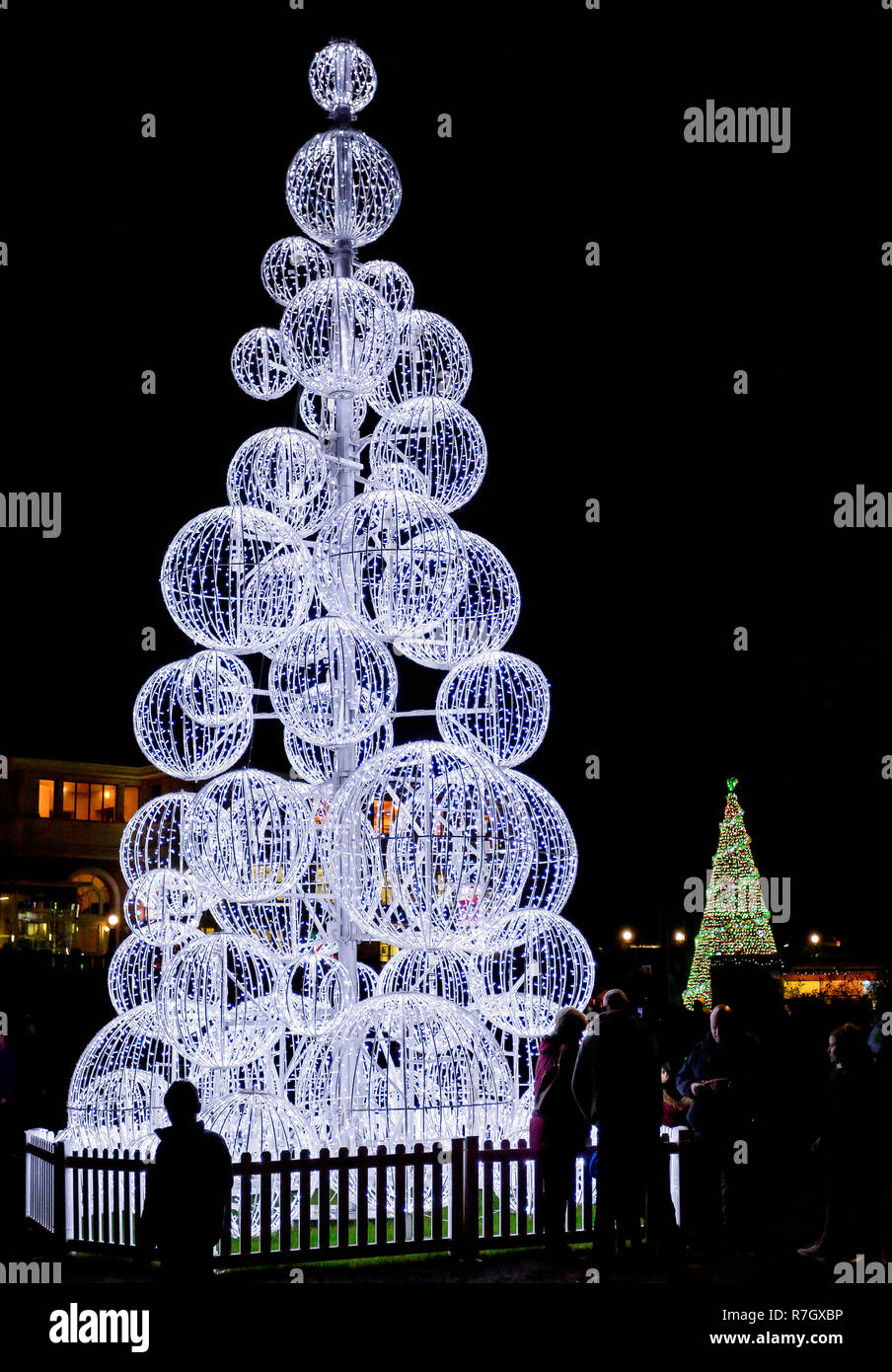 Outdoor Light Up Christmas Tree.Outdoor Light Up Christmas Tree