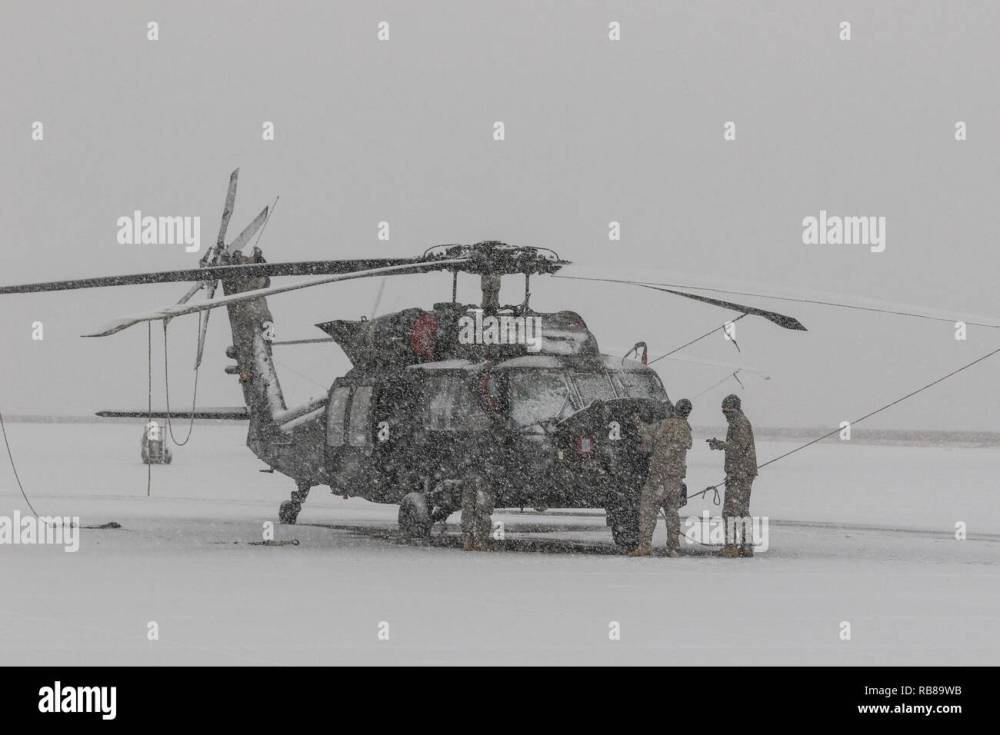 medium resolution of u s army uh 60m black hawk helicopter crew chiefs assigned to 16th combat aviation brigade 7th infantry division conduct aircraft maintenance at joint