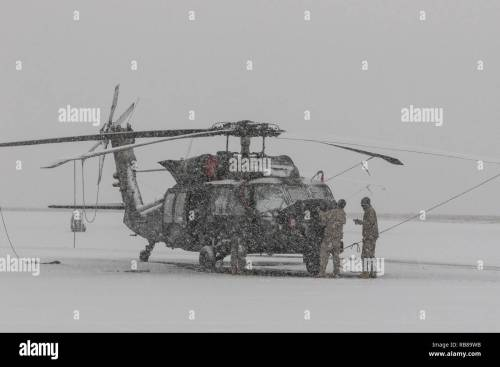 small resolution of u s army uh 60m black hawk helicopter crew chiefs assigned to 16th combat aviation brigade 7th infantry division conduct aircraft maintenance at joint