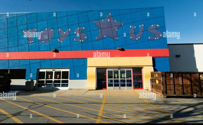 The Outline Of A Logo Sign Outside Of An Abandoned Toys R