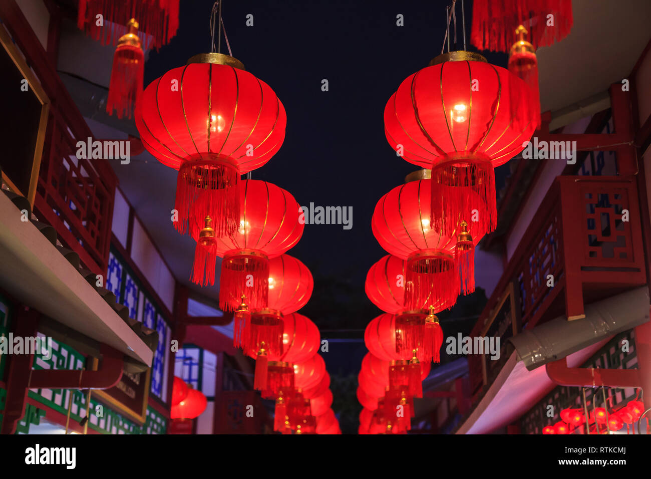 traditional chinese red night