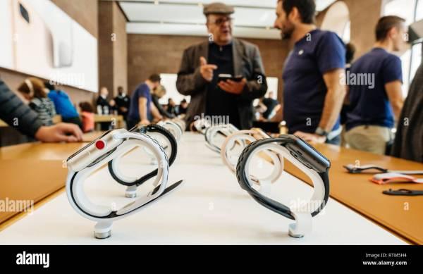 Apple Genius Stock & - Alamy