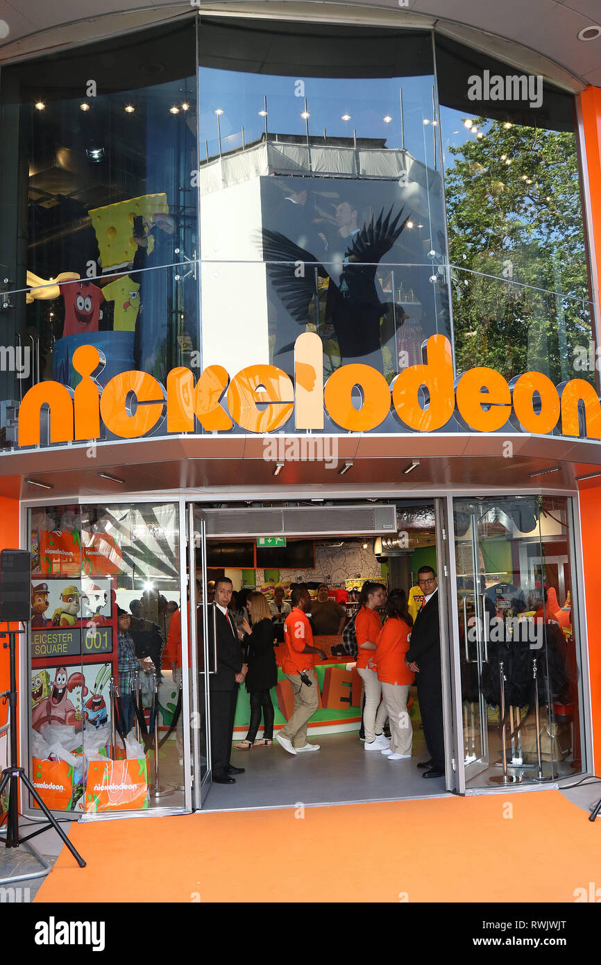Nickelodeon Leicester Square : nickelodeon, leicester, square, London,, England,, Nickelodeon, Flagship, Store, Launch,, Leicester, Square, Orange, Carpet, Arrivals, Photo, Shows:, Stock, Alamy