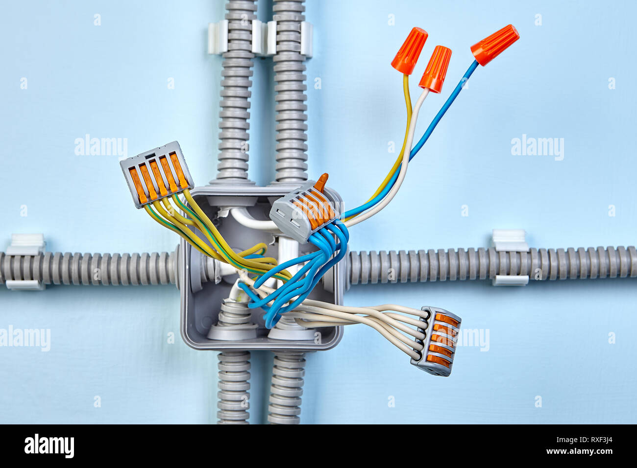 hight resolution of process of mounting electrical junction box with help of twist splice wire connectors and push wire connector