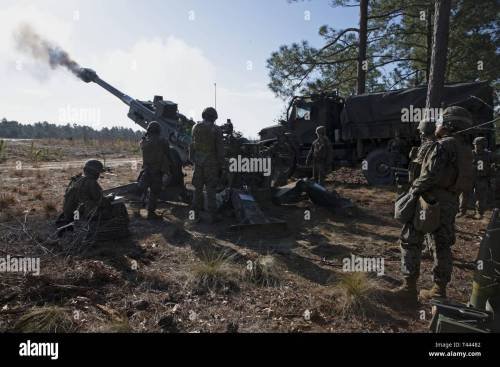 small resolution of u s marines with bravo battery 1st battalion 10th marine regiment 2nd marine division