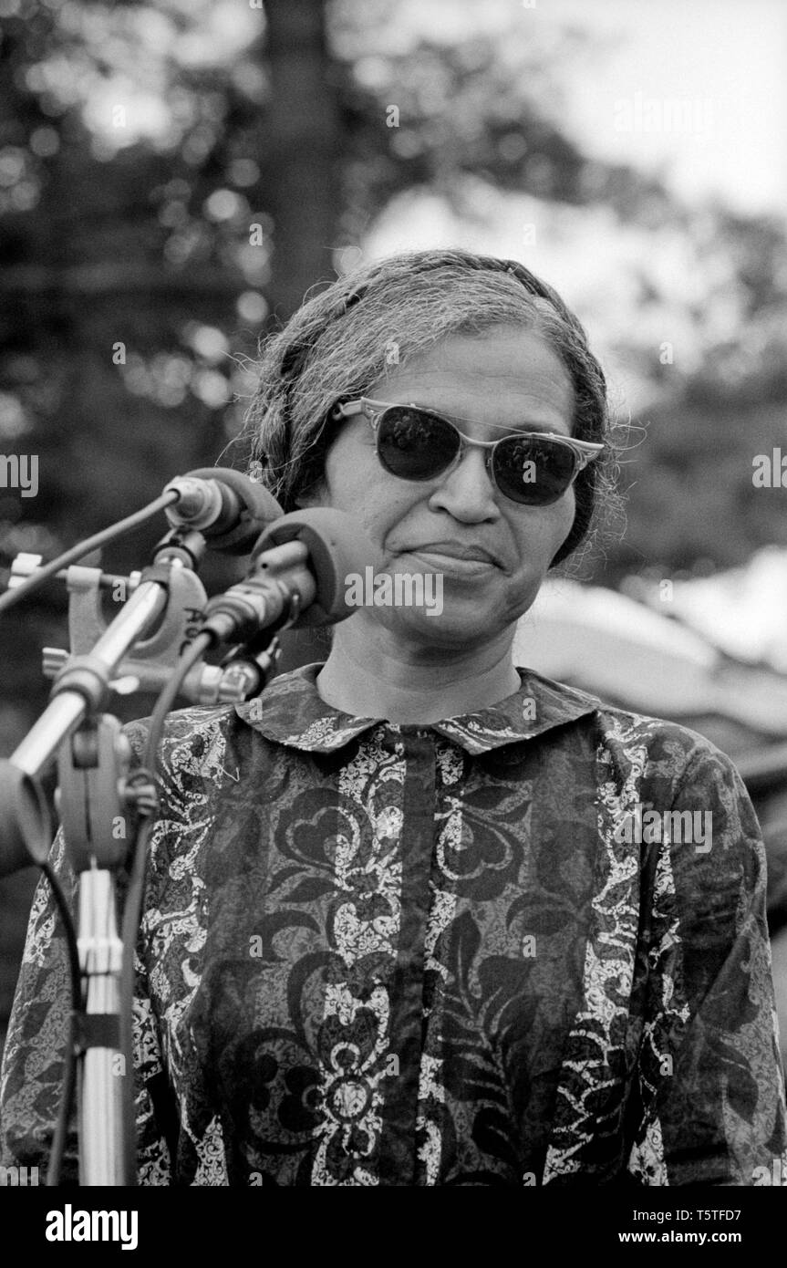 medium resolution of rosa parks speaking at rally near washington monument held as part of poor people s campaign
