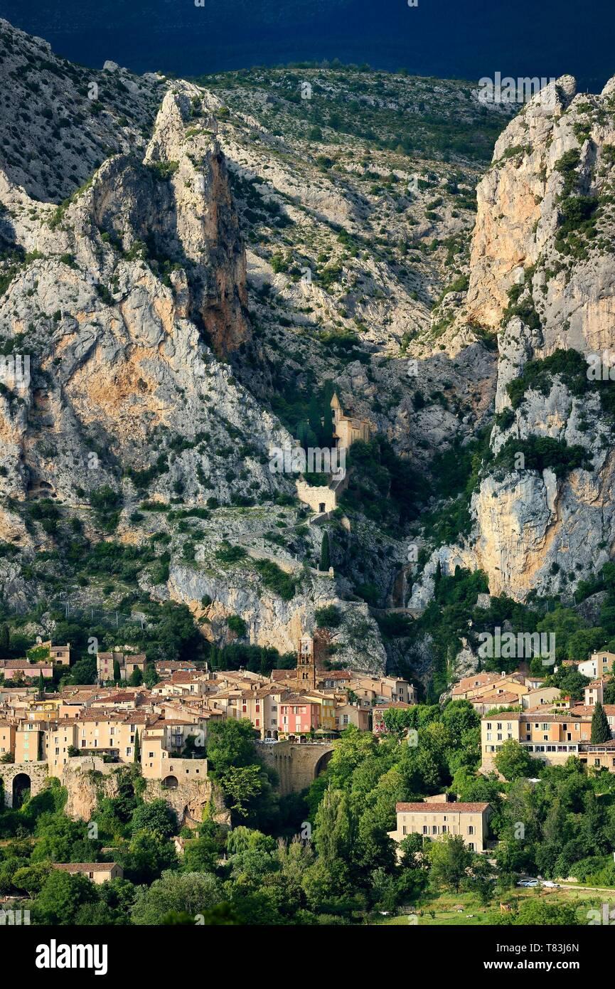 Plus Beaux Villages De Provence : beaux, villages, provence, France,, Alpes, Haute, Provence,, Naturel, Regional, Verdon,, Village, Moustiers, Sainte, Marie,, Labelled, Beaux, Villages, France, Beautiful, Stock, Photo, Alamy