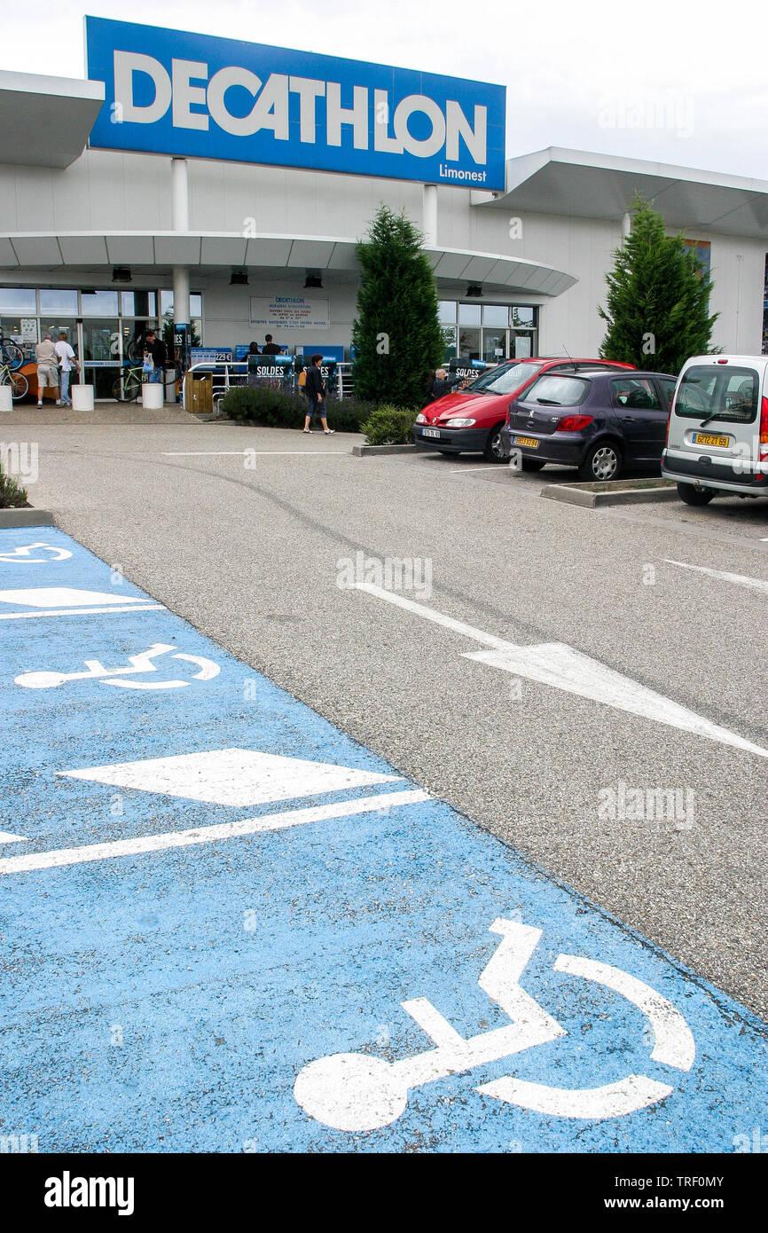 https www alamy com decathlon parking ecully france image255412107 html