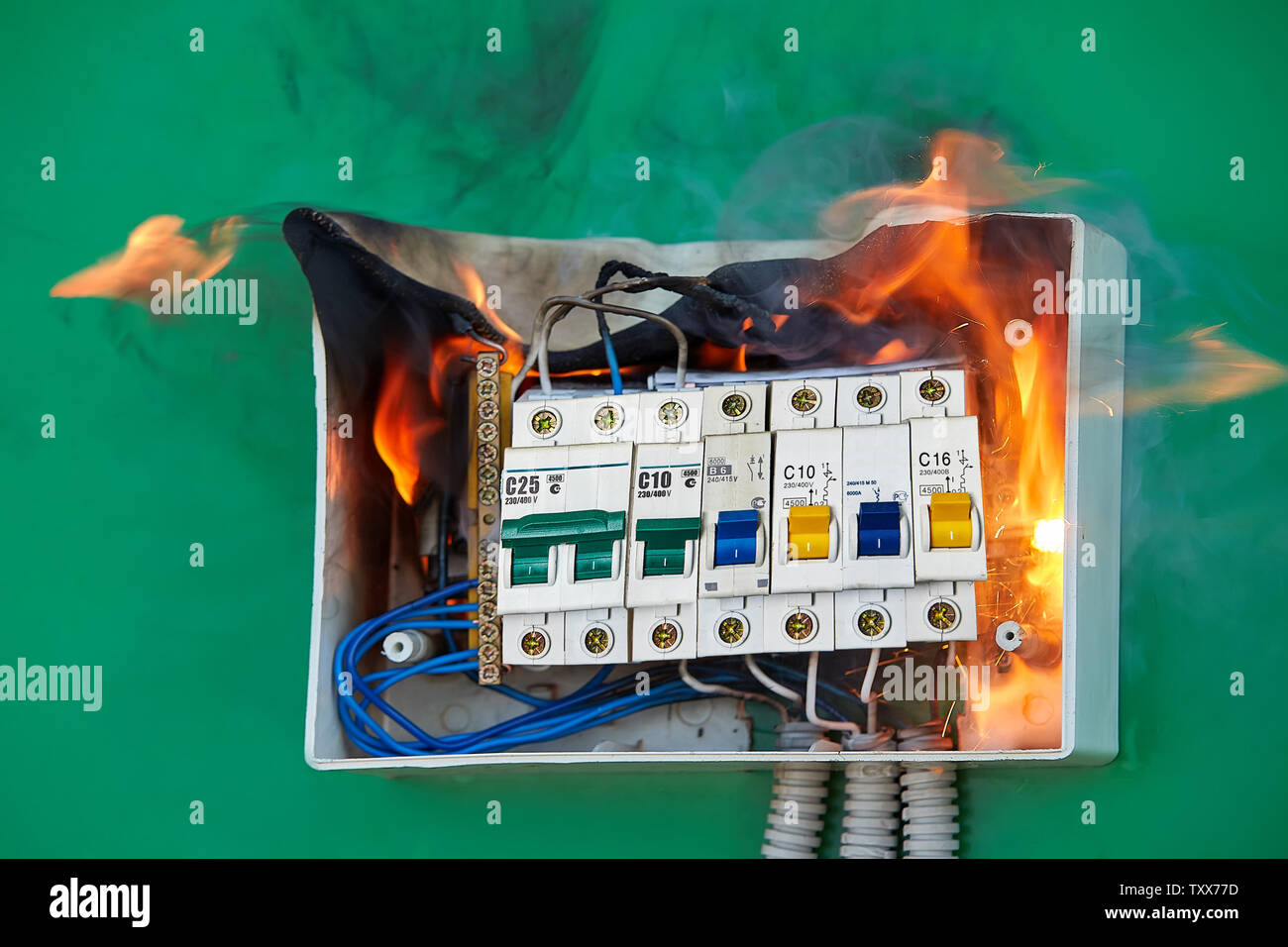 hight resolution of electrical faults of circuit breakers become the cause of fire loose wires caused fire inside