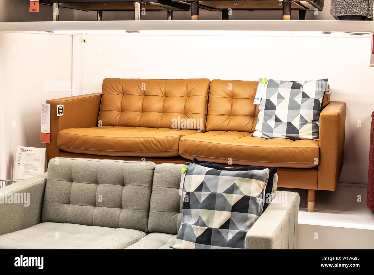 Con il copridivano ikea, puoi coprire il tuo divano e ripararlo con fantasie sempre diverse e attuali, facendo diventare il tuo divano come nuovo. Fabric Sofas High Resolution Stock Photography And Images Alamy