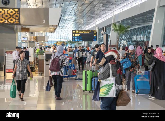 Jakarta Indonesia April 2019 Indonesian Passengers In Soekarno Hatta International Airport Terminal 3 Flights Check In Area Stock Photo Alamy
