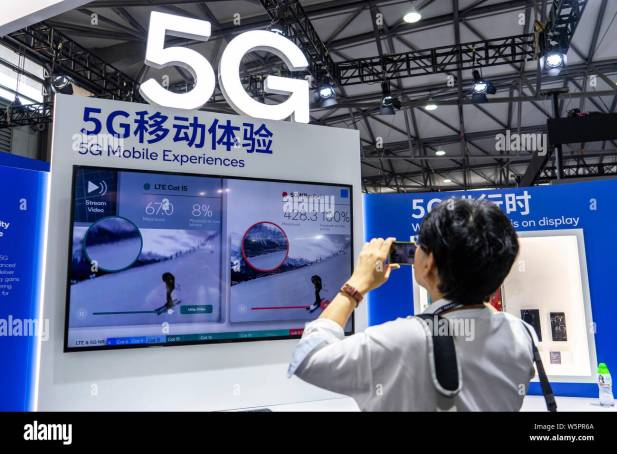 FILE--People visit the stand of Qualcomm with 5G logo during the 2018 Mobile World Congress (MWC) in Shanghai, China, 29 June 2018. South China's Stock Photo - Alamy