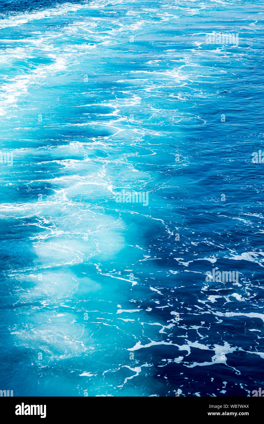 Moving Ocean Pictures : moving, ocean, pictures, Trail, Ocean, Water, Surface, Behind, Moving, Powerful, Engines, Stock, Photo, Alamy