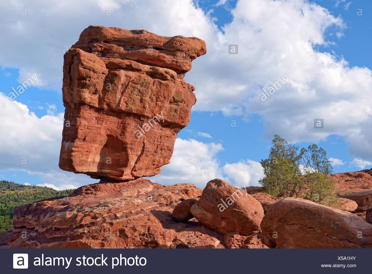 Balanced Rock, Garden of the Gods, red sandstone rocks