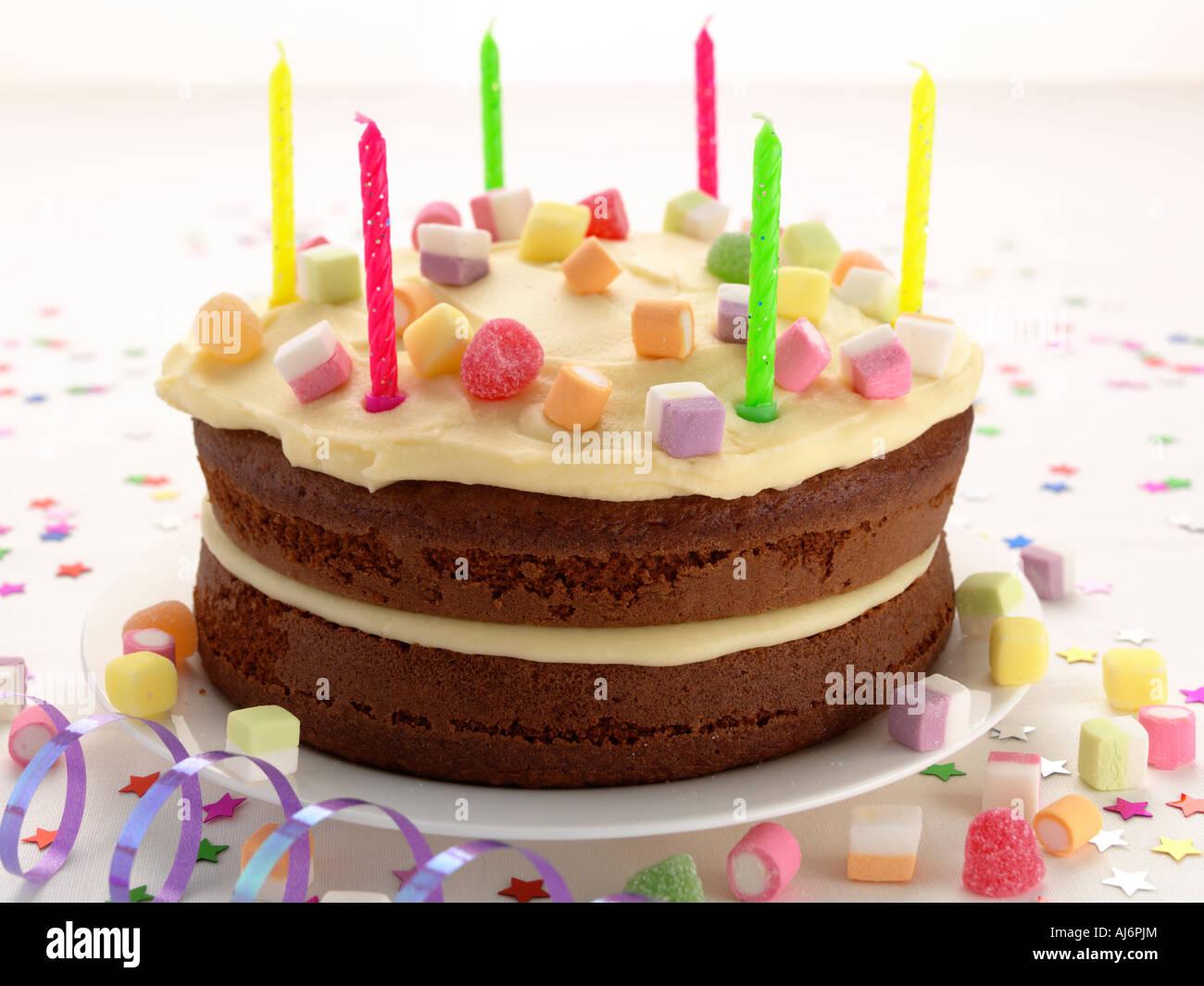 Kinder Geburtstagstorte mit Kerzen Stockfoto Bild 14640187  Alamy