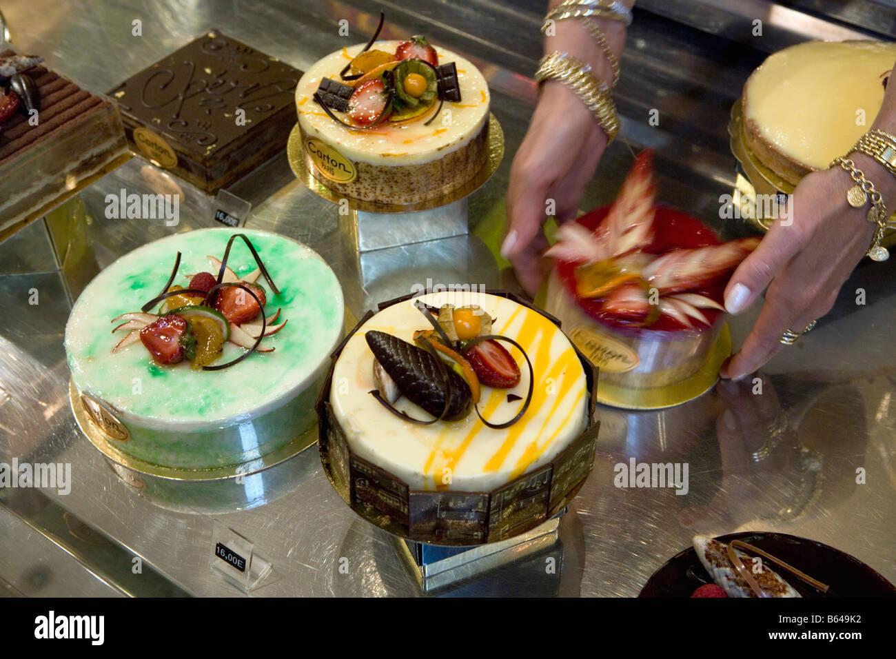 Frankreich Paris Schaufenster mit Kuchen Torten