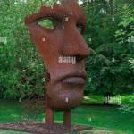 Zeitgenossische Skulptur Garten Burghley House Moderne Skulptur Einer Metallischen Flache Von Rick Kirby In Den Landschaftsgarten Stockfotografie Alamy