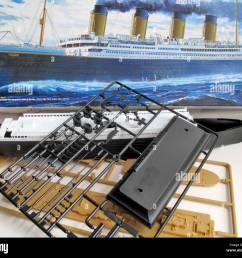 ein kit modell und die unmontiert teile der titanic schiff stockbild [ 1300 x 1138 Pixel ]