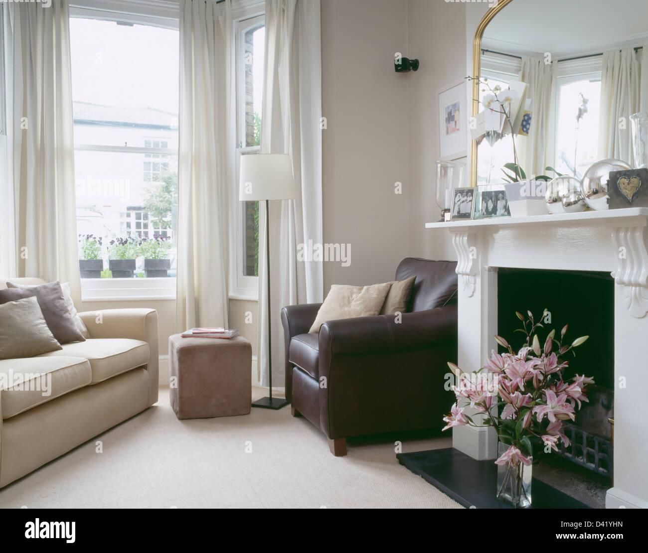 Braun Ledersessel Am Kamin Im Wohnzimmer Stadthaus Mit Sahne Sofa