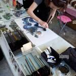 Kunstlerin In Ihrem Atelier In Nikko Japan Drache Kunst Mit Einem Einzigen Pinselstrich Zu Machen Stockfotografie Alamy