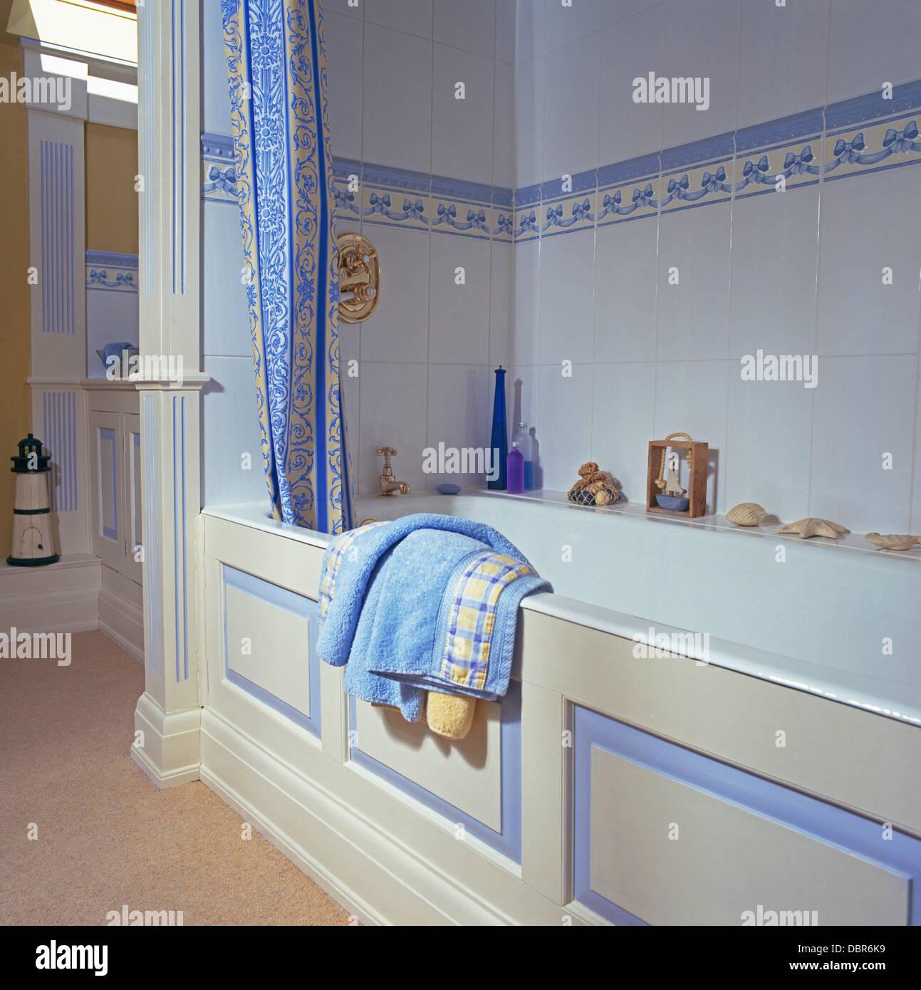 Badezimmer Fliesen Blau Modernes Badezimmer Mit Grun Weiss Und Blau