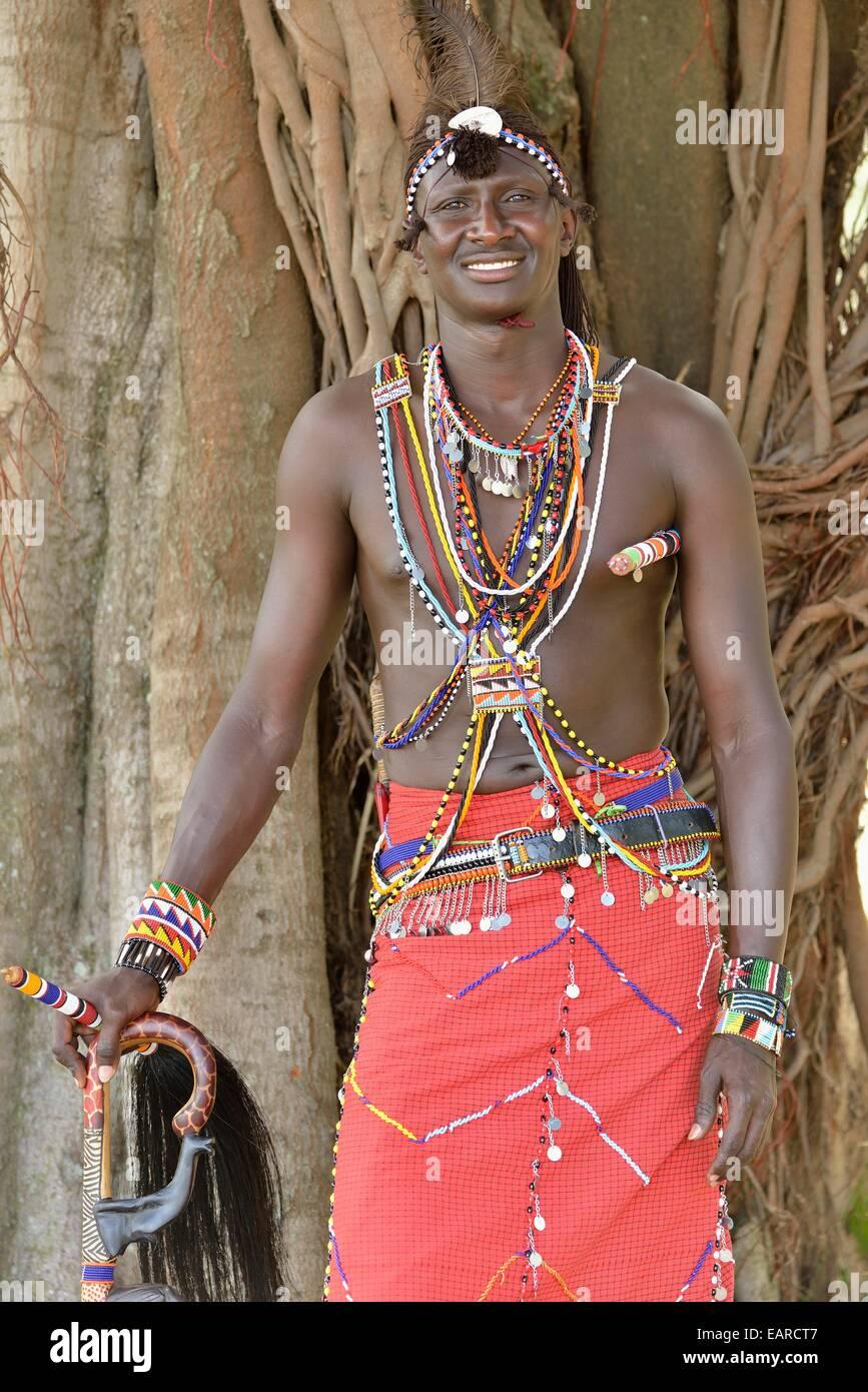 MassaiKrieger tragen traditionelle Kleidung in der Nhe von Provinz Rift Valley Enkutoto