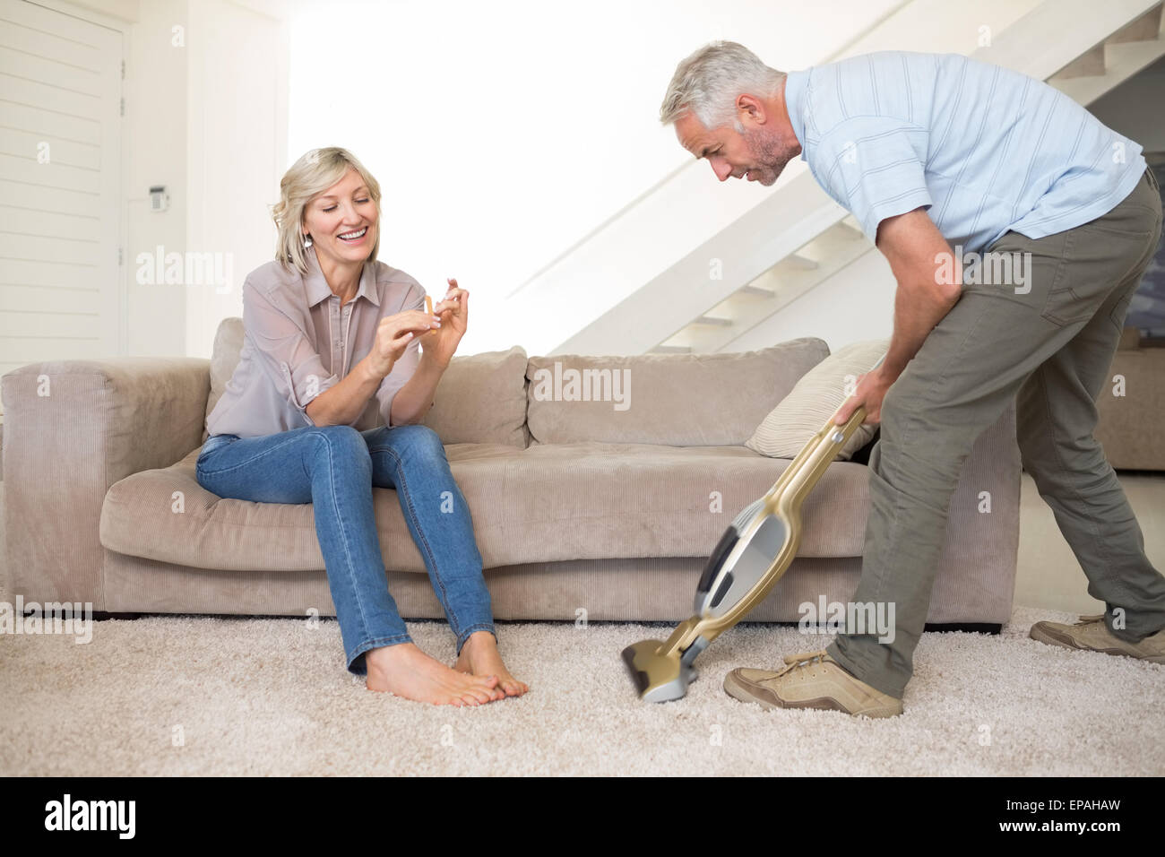 Frau Fliegender Teppich Woman Vacuuming Room Stockfotos And Woman Vacuuming Room
