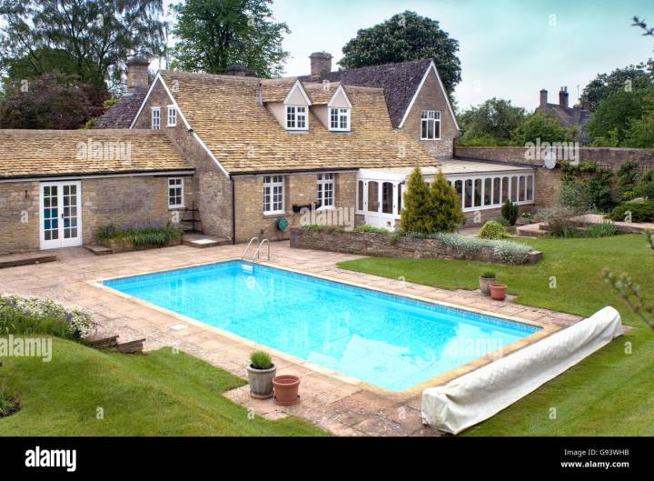 house garden swimming pool uk stockfotos & house garden swimming