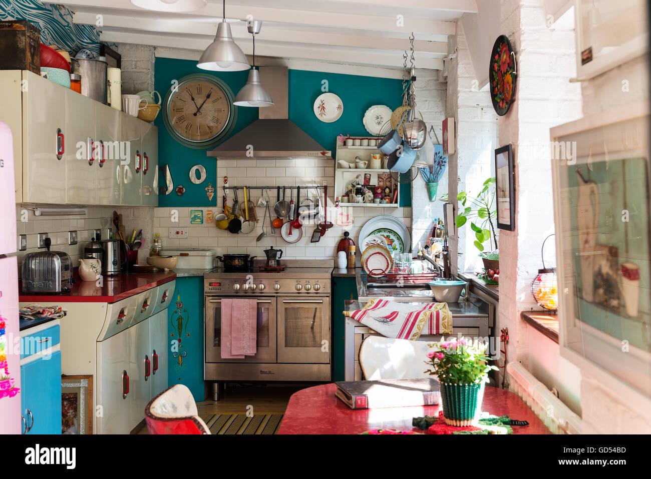 Vielseitige Küche mit 50er Jahre englische Rose Einheiten und St