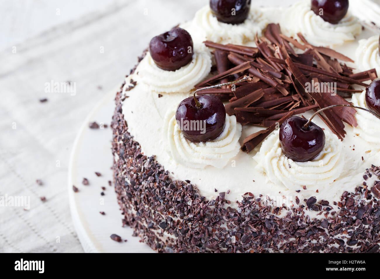 Schwarzwaelder Kirsch Torte Stockfotos  Schwarzwaelder