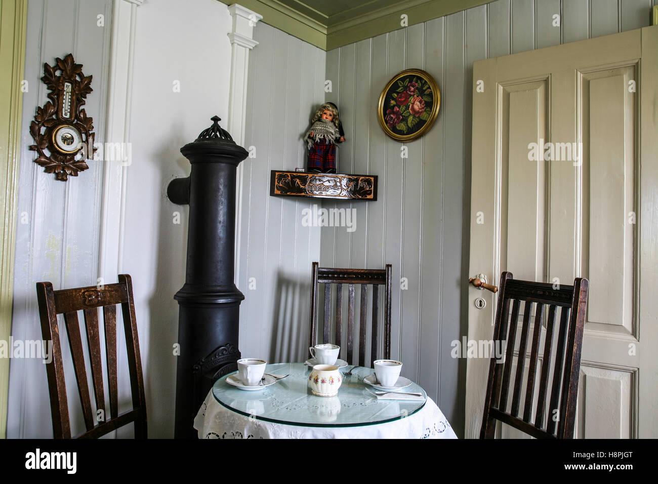 Kuche Vintage Style Wallpaper Rasch Deco Style Vintage Diner Grey