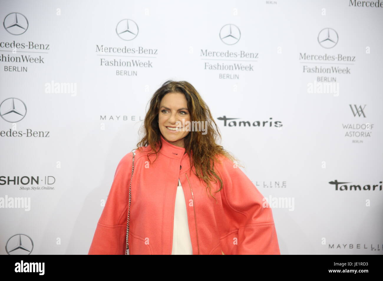 Bambi 2015 Roter Teppich Fotos Christine Neubauer Mercedes Benz Fashion Week Stockfotos