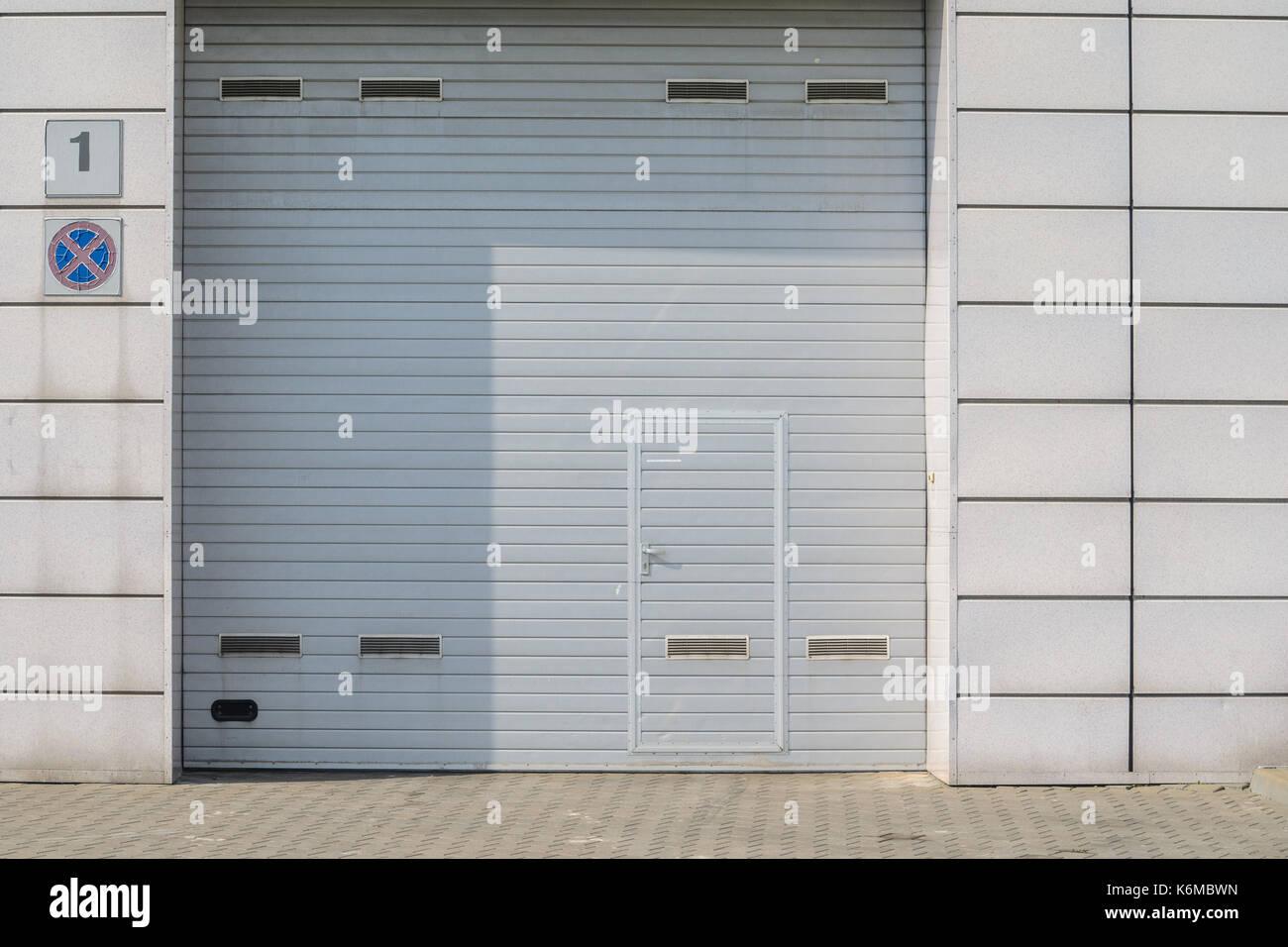 Fantastisch Wie In Einer Garage Tür Zum Rahmen Galerie - Rahmen