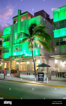 Miami Night Neon Hotels Stockfotos &